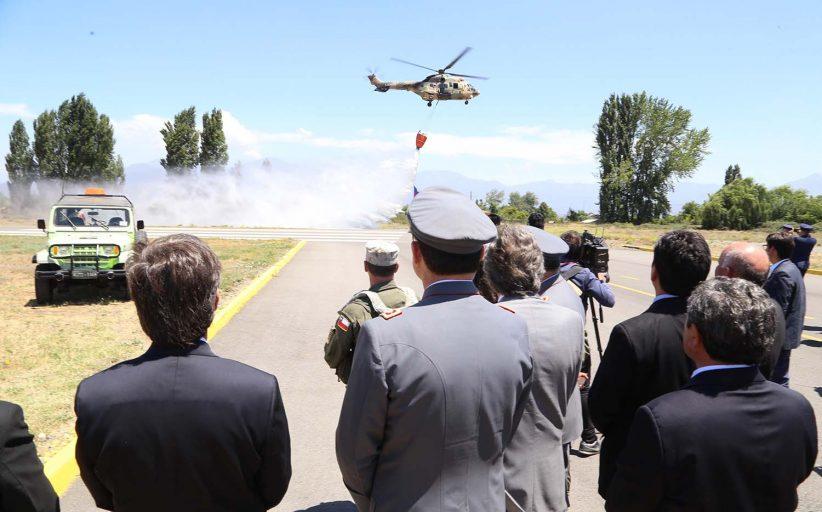 Pilotos del Ejército y la Armada se capacitan encombate de incendios rurales