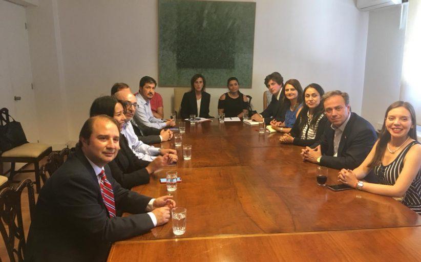 """Diputados RN solicitan cambios al Sistema de Admisión Escolar tras presentarle reclamos de """"víctimas de la tómbola"""" a Ministra de Educación"""
